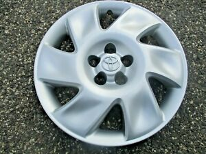 One Genuine 2003 2004 Toyota Matrix 16 Inch Hubcap Wheel Cover
