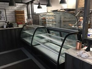 True Curved Glass Insulated Display Refrigerated Merchandiser 59 1 4