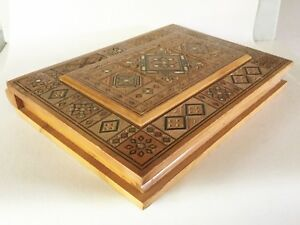 Vintage Wood Chip Carved Mop Marquetry Inlaid Large Shallow Book Shaped Box