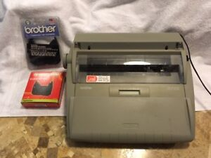 A9038 Brother Sx 4000 Electric Typewriter W display Works Extra Ribbons