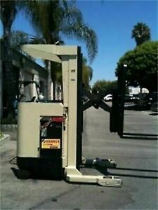 Crown Electric Reach Truck Forklift Very Low Hours Runs Great