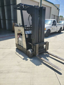 Crown Quad Mast Electric Stand Up Dock Stocker Forklift Only 1500 Hours