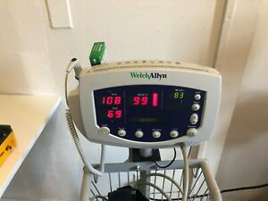 Welch Allyn 300 Series Monitor W Nibp Hose Spo2 Sensor Thermometer