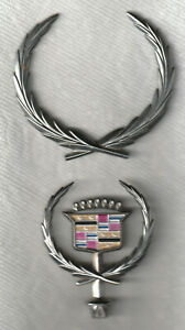 1980s Fleetwood Cadillac Hood Ornament Lg Wreath Emblem