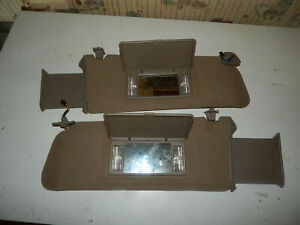 95 99 Chevy Gmc Suburban Tahoe Yukon Escalade Tan Lighted Sunvisors Oem Nice