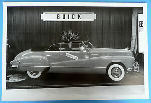 12 By 18 Black White Picture 1947 48 Buick Convertible In Show Room