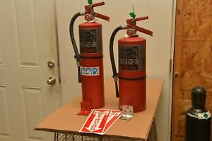 2 10lb Abc Fire Extinguisher Ansul In Very Good Condition W bracket Sign