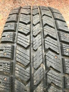 Studded Snow Tires Set Of 4 265 70r17 Arctic Claw Barely Used One Season