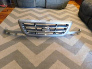 2001 2003 Ford Ranger Grill Factory Oem Nice With Surround Panal Silver Chrome