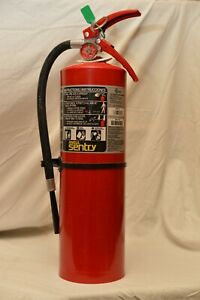 10lb Abc Fire Extinguisher Ansul In Very Good Condition W bracket And Sign