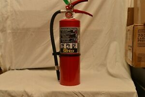 5lb Abc Fire Extinguisher In Very Good Condition W bracket Sign And Tag