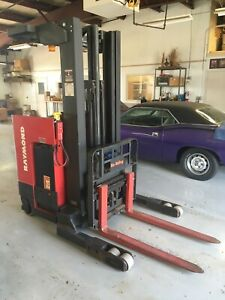 Raymond Easi R40tt Electric Reach Narrow Aisle Stand Up Forklift 4000 Lbs