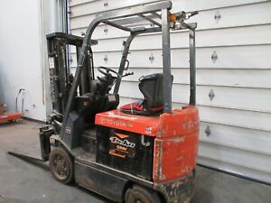 5 000 Lbs Toyota Electric Forklift Model 7fbcu25 With Battery charger