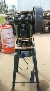 Model 5 101 Kenco 5 Ton Punch Pressthroat 115v With 4 Shoe Dies Running Have Vid