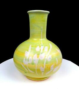 BENNETT WELSH SIGNED PACIFIC STONEWARE GREEN AND YELLOW PLANT MOTIF 9 1 4quot; VASE