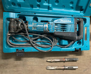 Makita Hm1307cb Demolition Jack Hammer 35lbs With 2 Diffrent Chisels