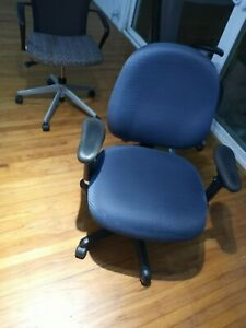 Steelcase Leap Chair V2 Fully Loaded Blue Vintage Mid modern Chair