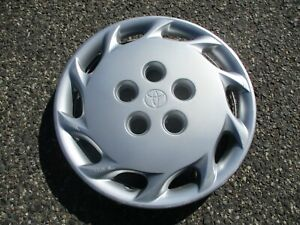 One Genuine 1997 To 1999 Toyota Camry Hubcap Wheel Cover