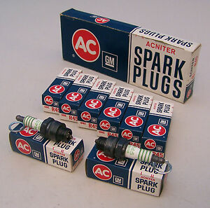 Box 8 Nos Ac R45 Acniter Spark Plugs 4 Equal Green Rings 5569834