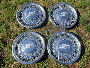 Locking 1974 To 1984 Cadillac Deville Fleetwood Wire Spoke Hubcaps Wheel Covers