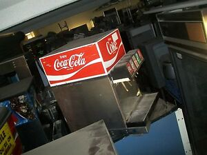 Soda Dispensing Machine Self Contained ref complete 115v 899 Items One Bay