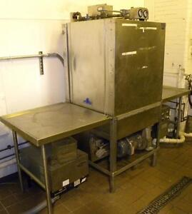 Hobart Utw 28 Industrial Dishwasher With Automatic Soap Concentration Controller