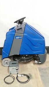 Windsor Chariot I Gloss Ride On Floor Burnisher Cleaner 24 Scrubber Low Hours