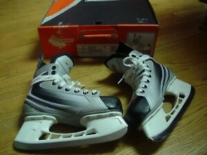Bauer Vapor IX Jr Hockey Ice Skates Boys Size 4 Gray Black Red Tuik Blade Covers