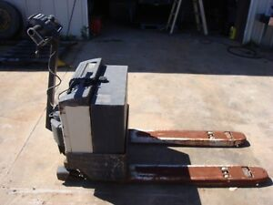 Crown 4 000 Lb Electric Pallet Jack