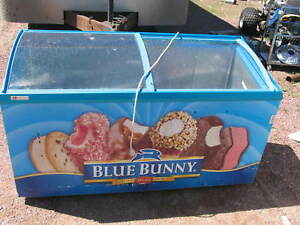 Caravell Ice Cream Display Cabinet Model 506 996 Freezer Blue Bunny