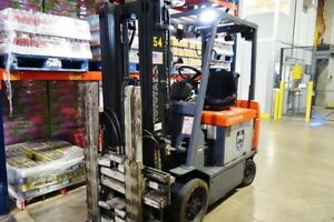 Toyota 5000 Lb Electric Fork Lift 7fbcu30 W Single Double Fork Lift Attachment