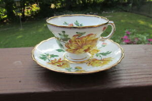 Rosina England Bone China Cup Saucer Chrysanthemum W Gold Scalloped Footed