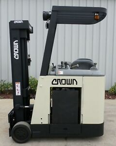 Crown Model Rc3020 40 2007 4000 Lbs Capacity Great Docker Electric Forklift