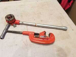 Ridgid 00 r Ratchet With 1 Die And Ridgid Pipe Cutter