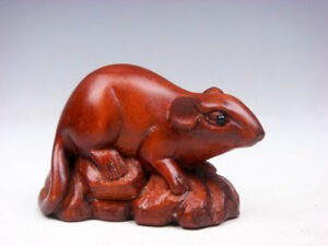 Boxwood Hand Carved Japanese Netsuke Sculpture Lovely Mouse On Rock 09121804