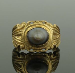 Substantial Ancient Roman Gold Ring Set With Polished Agate 2nd Century Ad 021