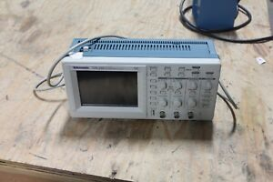 Tektronix Tds 210 Two Channel Digital Real time Oscilloscope 60mhz 1gs s Tds210