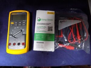 Brand New Fluke 87 v Industrial True rms Multimeter With meter Case