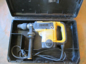 Dewalt D25501 Sds Max Rotary Hammer 1 9 16 Capacity W Side Handle And Case