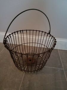 Vintage Metal Wire Egg Gathering Basket Old Rusty Farm Decor Shabby Primitive