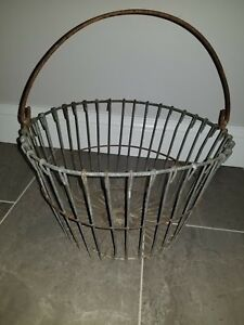 Vintage Metal Wire Egg Gathering Basket Old Rusty Farm Decor Shabby Primitive Bb