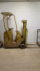 Yale 3 Wheel 2500lb Electric Forklift Stand Up Rider No Battery