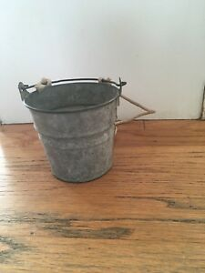 Anptique Primitive Grey Berry Bucket W Bail Handle And Rope For Hanging Farm