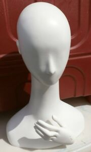 Life Style New York 19 Head Mannequin With Display Hand