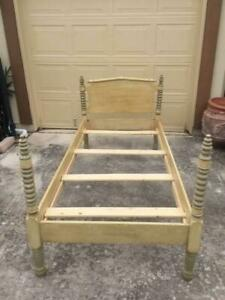 Vintage Antique Spool Turned Twin Bed Faux Painted Pick Up Only San Antonio Tx
