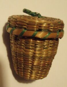 Antique Hand Craft Miniature Straw Thimble Basket Thimble Sewing Collectible