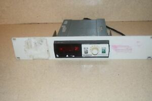 Omega 2176a Digital Thermometer W Rackmount
