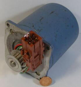 Superior Electric Slo syn Synchronous Stepping Motor Mo92 fd 302 Used