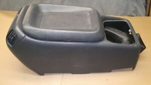 1999 02 Silverado Sierra Oem Center Console Middle Section Armrest Storage