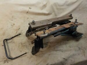 97 01 Jeep Cherokee Xj 4dr Passenger Right Front Seat Slider Adjuster Tracks J26